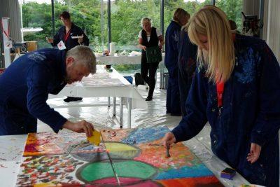 Visonsentwicklung am Mitarbeitertag, gemeinsam malen und kreativ sein