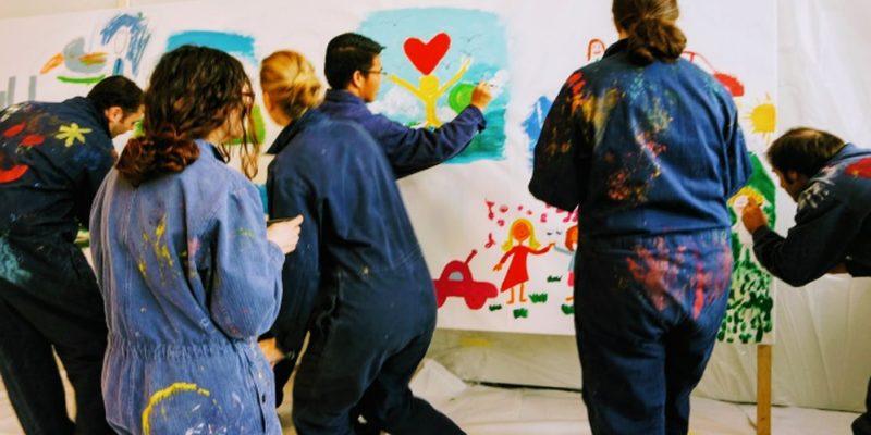 Etelka Kovacs-Koller - Freiheit - Bild mit Workshopteilnehmern die frei malen